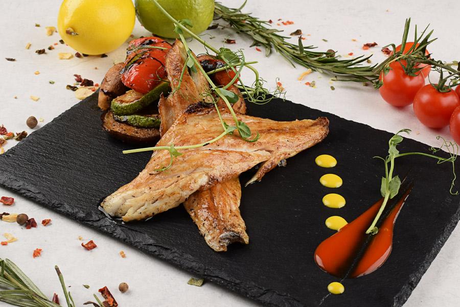 Филе сибаса с овощами