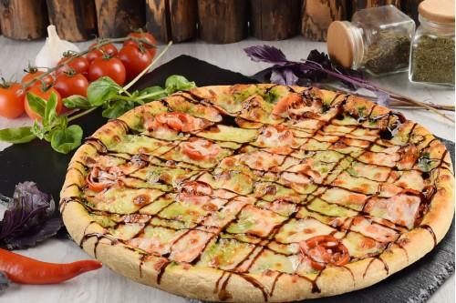 Пицца с лососем и шпинатом